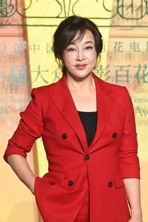 Sau tám tháng rạp phim tại Trung Quốc ngủ đông vì dịch, Lưu Hiểu Khánh có tác phẩm 800 trình chiếu. Thu về 336,3 triệu USD, đây hiện là phim có doanh thu cao nhất toàn cầu năm 2020. Lúc đóng phim này, Lưu Hiểu Khánh từng trượt ngã và bị thương ở đầu.