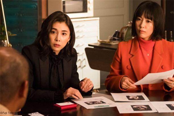 Diễn viên Yūko Takeuchi (trái) trên màn ảnh nhỏ.