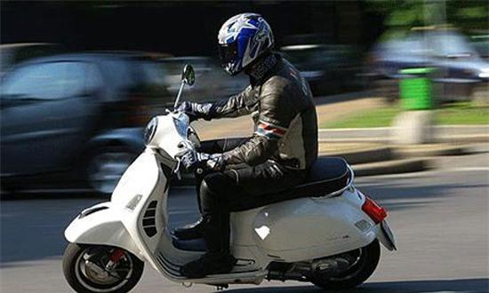 Nổ máy trước khi chạy hay lái xe về vạch E thường xuyên sẽ rất nguy hiểm. Ảnh minh họa
