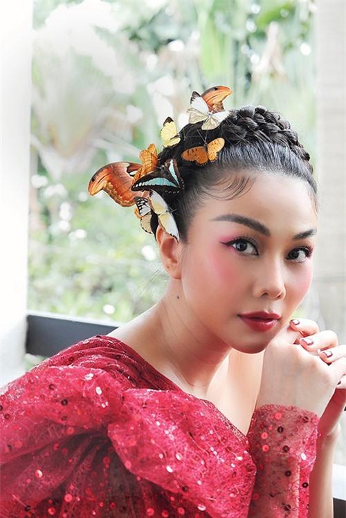 Sau tạo hình Na Tra vô cùng trẻ trung ở show diễn gần đây, Thanh Hằng tiếp tục đốn tim fan với hình ảnh nàng tiên bướm nhẹ nhàng, trong trẻo.