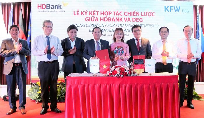 Toàn cảnh lễ ký kết hợp tác chiến lược giữa HDBank và DEG.