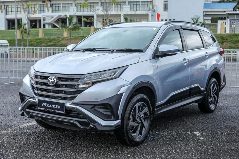3. Toyota Rush (doanh số: 2.215 chiếc).