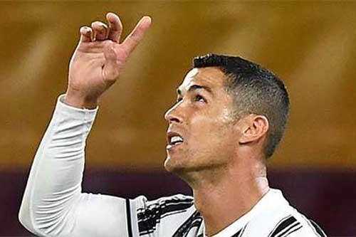 Ronaldo trở thành cầu thủ đầu tiên cán mốc 450 bàn ở các giải VĐQG châu Âu