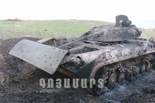 Azerbaijan mất 30 xe tăng trong 12 giờ giao tranh với Armenia