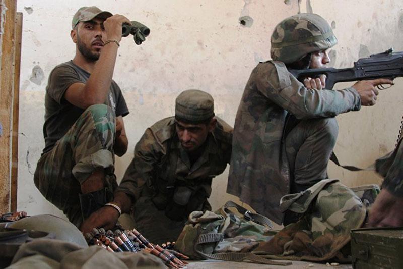 Đội súng máy hạng trung của Quân đội Syria trong cuộc đụng độ ở miền Nam Aleppo (Nguồn: Sputnik / Mikhail Alayeddin).