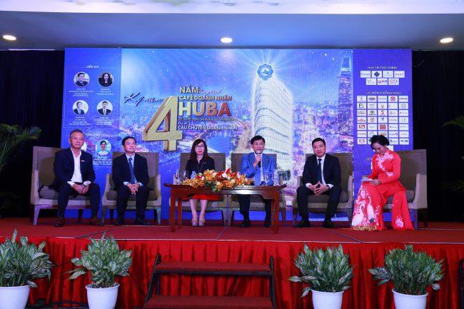 Chủ tịch tập đoàn Liên Thái Bình Dương - Johnathan Hạnh Nguyễn (vị trí thứ 2 từ phải sang) chia sẻ.