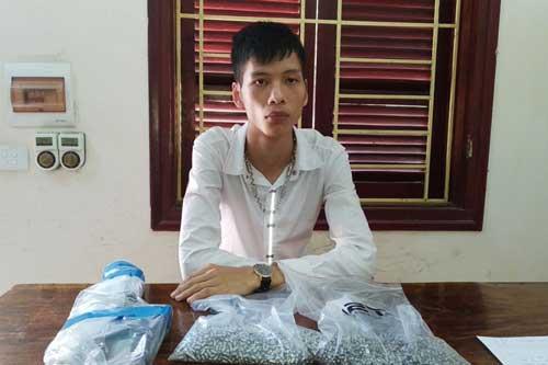 Điện Biên: Gặp tổ công tác khi đang đem bán đạn chì tự sản xuất