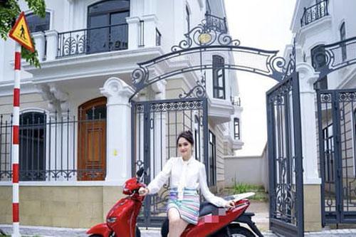 Hương Giang 'nhá hàng' không gian mặt tiền căn biệt thự mới toanh siêu hoành tráng