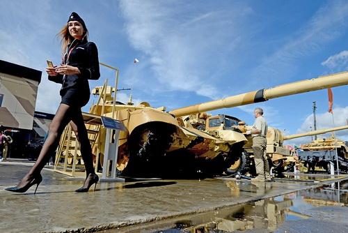 Nga sẽ tích hợp hệ thống phòng vệ chủ động Arena-M cho xe tăng T-90M. Ảnh: TASS.