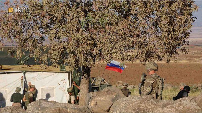 """Quân đội Nga """"xuyên thủng"""" hàng rào của Mỹ và tiến vào miền Đông Syria, dựng trạm kiểm soát mới"""