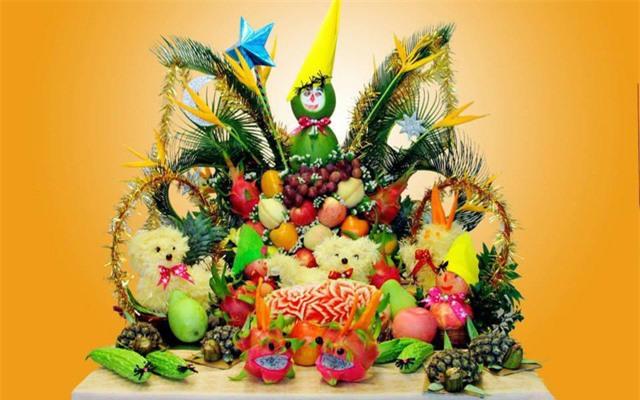 Để bày mâm cỗ trung thu đẹp mắt bạn cần lựa chọn trái cây nhiều màu sắc và bố trí bánh trái sao phù hợp sinh động và đẹp mắt