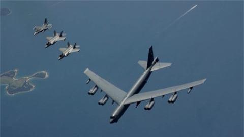 F-35 huy nhiem vu ho tong B-52H vi so set danh