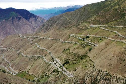 Tuyến đường dài 30 km nhưng có tới 72 khúc cua tay áo