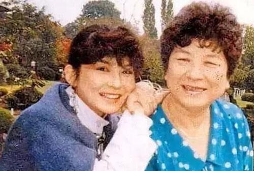 Diva 61 tuổi suốt đời không lập gia đình, sự thật sau 'cánh cửa đóng kín' tiết lộ bị chính mẹ ruột làm lệch lạc tính cách