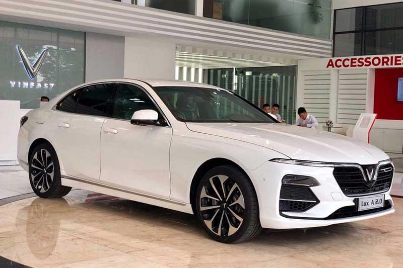 XE HOT (30/9): Giá lăn bánh VinFast Lux A2.0, 10 ôtô Honda tốt nhất năm 2020