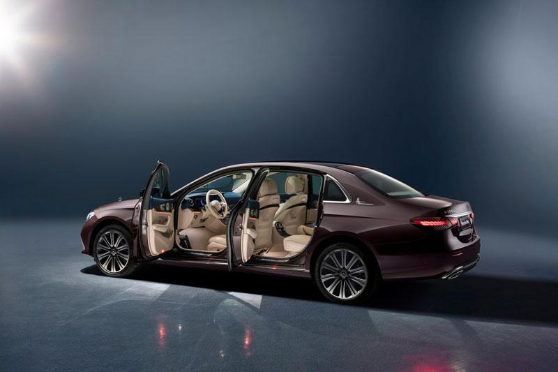 Mercedes-Benz E-Class L 2021 ra mắt, giá gần 1,5 tỷ đồng