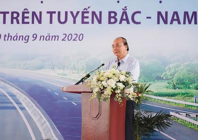 """Thủ tướng Nguyễn Xuân Phúc: """"Nghèo cũng phải làm giao thông"""""""