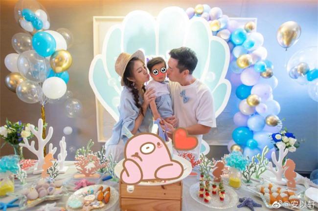 Tiêu Á Hiên làm tiệc hoành tráng trước khi sinh