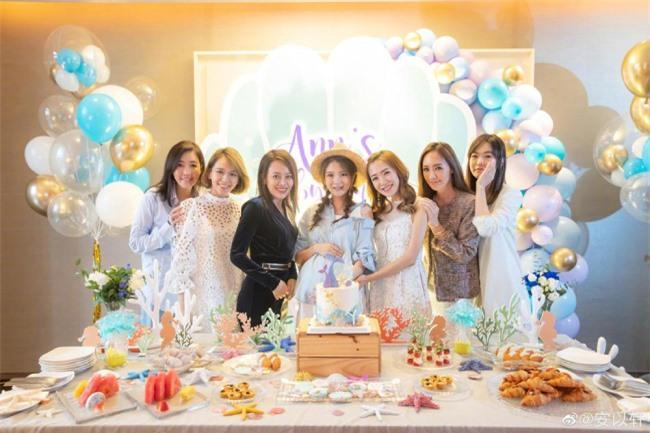 Tiêu Á Hiên làm tiệc hoành tráng trước khi sinh  - 4