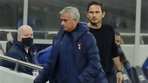 Mourinho và Lampard cãi nhau tay đôi ngoài đường biên