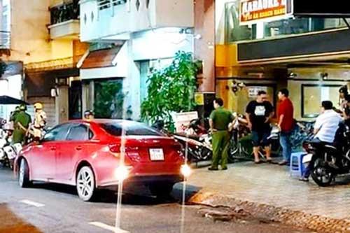 Nhóm đối tượng nổ súng, hỗn chiến trước quán karaoke ở TP.HCM