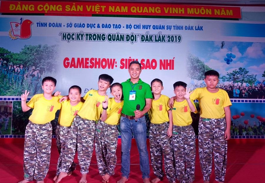Bên cạnh hoạt động kinh doanh, CEO Văn Bình luôn gắn bó với các chương trình hoạt động của Đoàn và với công tác xã hội, từ thiện.