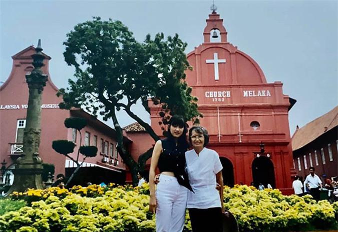Chuyến đi Malaysia của mẹ con cô giáo Mai năm 1999.