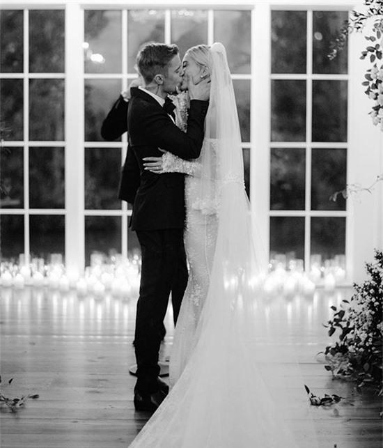 Justin và Hailey trong hôn lễ ngày 30/9/2019.