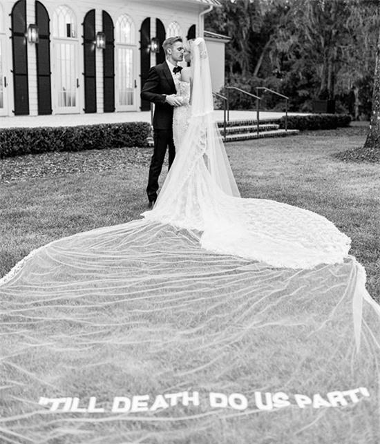 Justin Bieber kỷ niệm một năm cưới - 2
