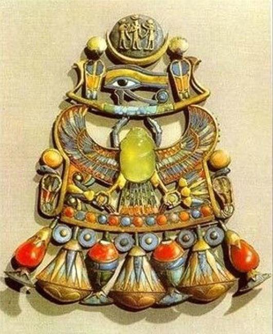 Những ai sở hữu viên ngọc này đều phải hứng chịu lời nguyền đáng sợ của Pharaoh: 'Kẻ nào dám quấy rầy giấc ngủ của Pharaoh, đều phải chết!'