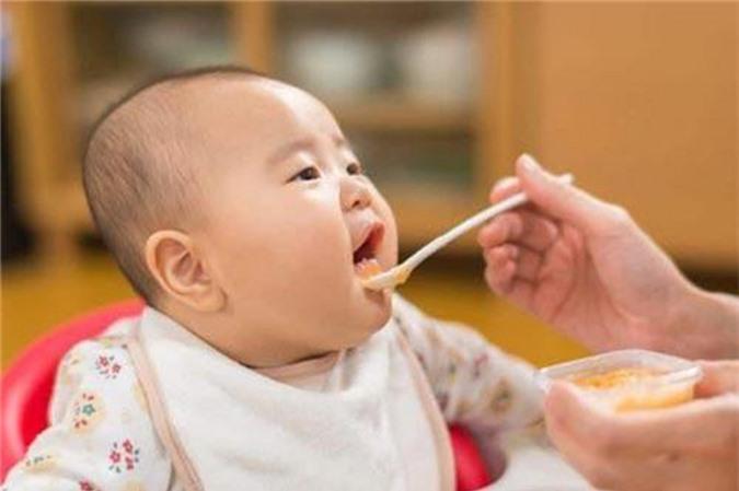 Không nên cho trẻ ăn quá nhiều nước hầm xương
