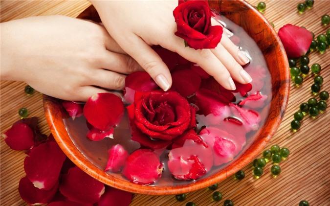 rose-water-for-skin-derma