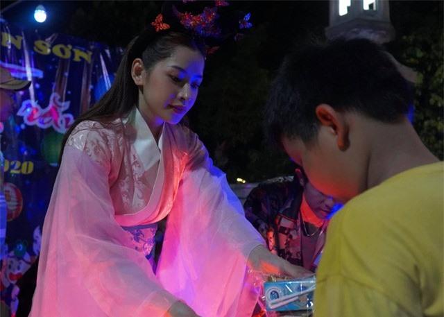 Vào vai chị Hằng, sao Việt nào đẹp nhất mùa Trung thu 2020? - Ảnh 10.