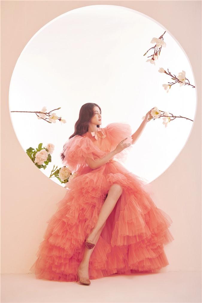 Á hậu Lý Kim Thảo: Không có chuyện ngồi im rồi hoàng tử sẽ đến cho bạn cuộc sống xa hoa - Ảnh 3.
