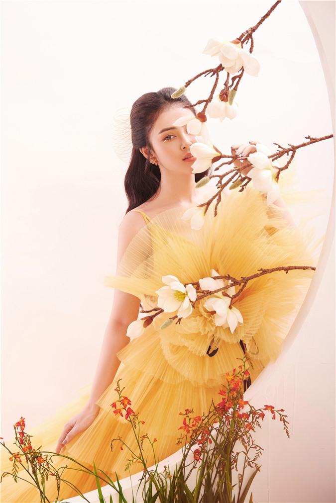 Á hậu Lý Kim Thảo: Không có chuyện ngồi im rồi hoàng tử sẽ đến cho bạn cuộc sống xa hoa - Ảnh 4.