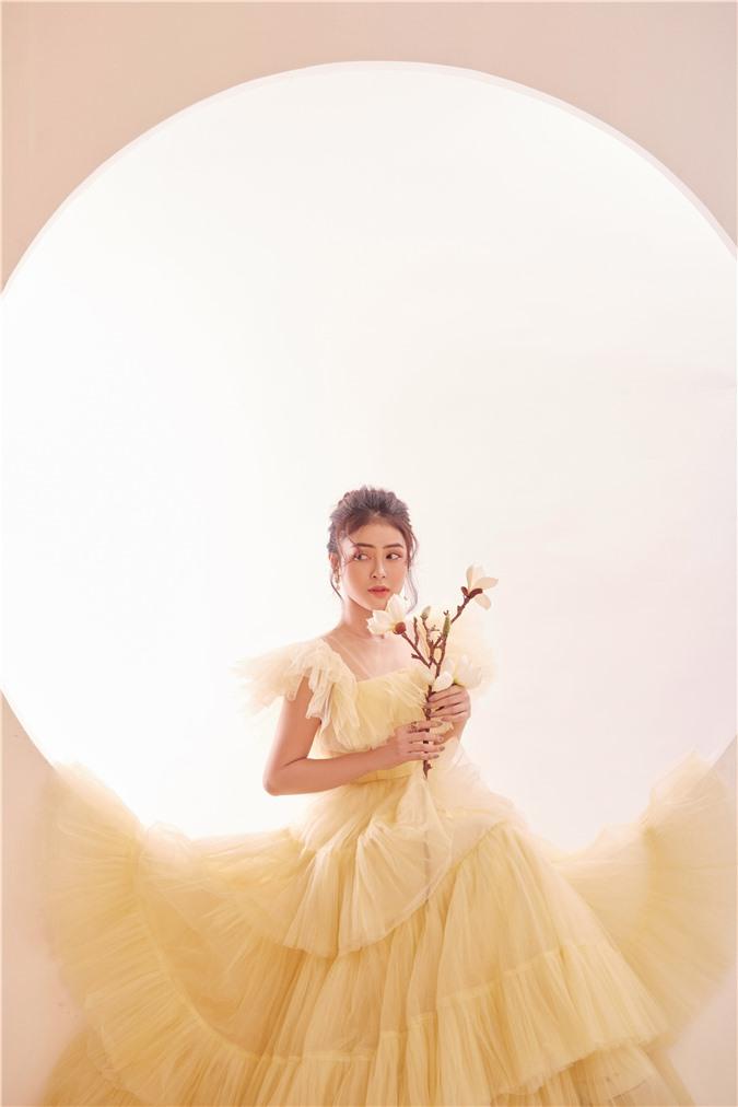 Á hậu Lý Kim Thảo: Không có chuyện ngồi im rồi hoàng tử sẽ đến cho bạn cuộc sống xa hoa - Ảnh 6.