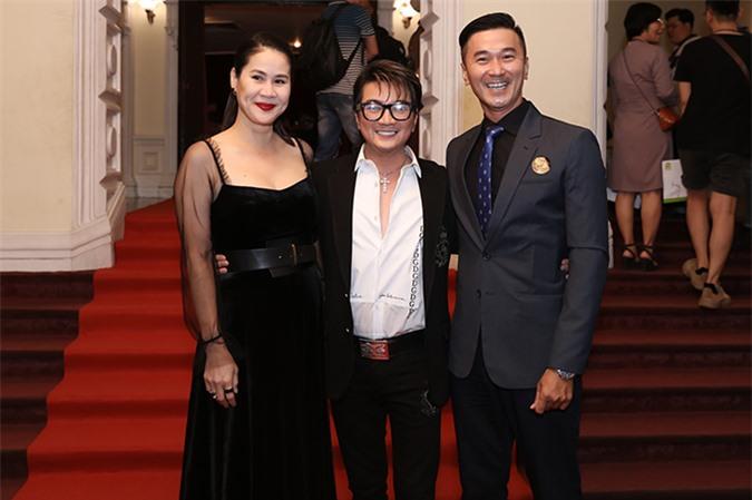 Diễn viên Thân Thúy Hà và Quốc Cường đều góp mặt trong MV mới của Đàm Vĩnh Hưng. Họ có tình bạn hơn 25 năm nên khi được nam ca sĩ ngỏ lời, cả hai diễn viên đều nhận lời ngay dù trước đó rất ít khi tham gia MV.