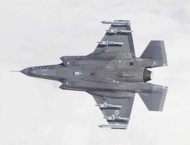 Một chiếc F-35A của Không quân Mỹ được trang bị tên lửa AIM-9X ở các điểm cứng bên ngoài. Hàn Quốc đã được cho phép mua thêm một lô tên lửa để trang bị cho lực lượng máy bay chiến đấu của mình, bao gồm cả F-35A. Ảnh: Janes Defense.