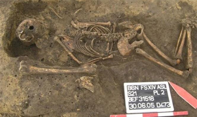 Hài cốt nằm úp trong cổ mộ và bí ẩn lời nguyền 'xác sống'  - ảnh 1