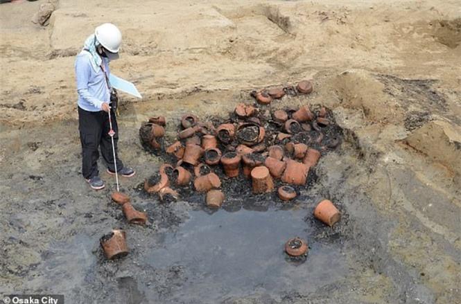 Lạ kỳ cổ mộ hình tổ ong khổng lồ chôn cất 1.500 hài cốt - ảnh 6