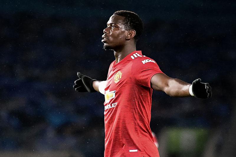Tiền vệ trung tâm: Paul Pogba (M.U).