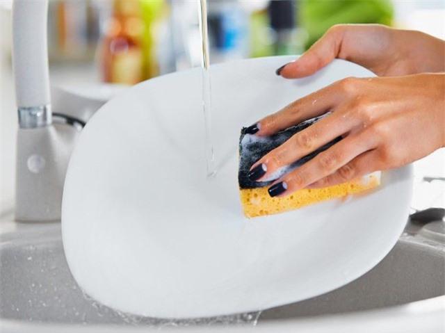 Dù tiết kiệm đến mấy nhưng vật dụng trong nhà bếp cần vứt ngay lập tức kẻo có ngày ân hận - Ảnh 2.