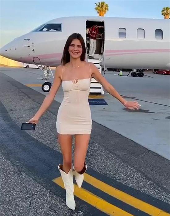 Chị gái của Kylie Jenner sở hữu body cực phẩm.