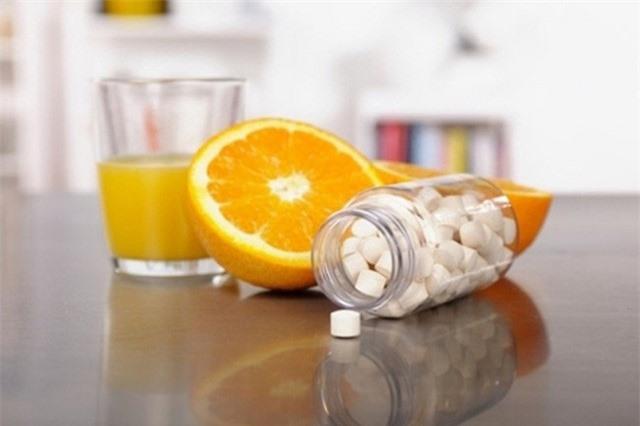 4 tác dụng phụ đáng sợ khi ăn cam sai cách, chuyên gia chỉ cách căn cam cũng cần phải kỹ thuật - Ảnh 2.
