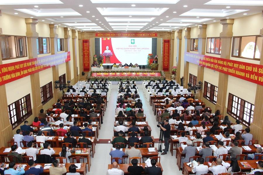 Toàn cảnh đại hội Hiệp hội Doanh nghiệp tỉnh Lâm Đồng nhiệm kỳ III (2020-2025)
