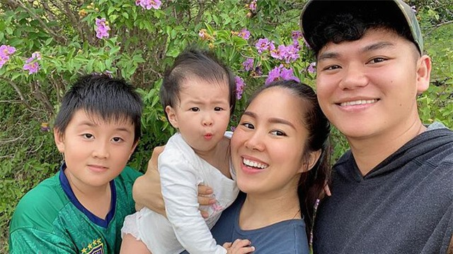 Cuộc sống sung túc của những người đẹp showbiz Việt lấy chồng kém tuổi - Ảnh 5.