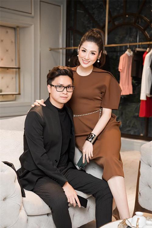 Cuộc sống sung túc của những người đẹp showbiz Việt lấy chồng kém tuổi - Ảnh 7.