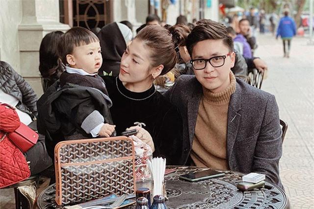 Cuộc sống sung túc của những người đẹp showbiz Việt lấy chồng kém tuổi - Ảnh 8.
