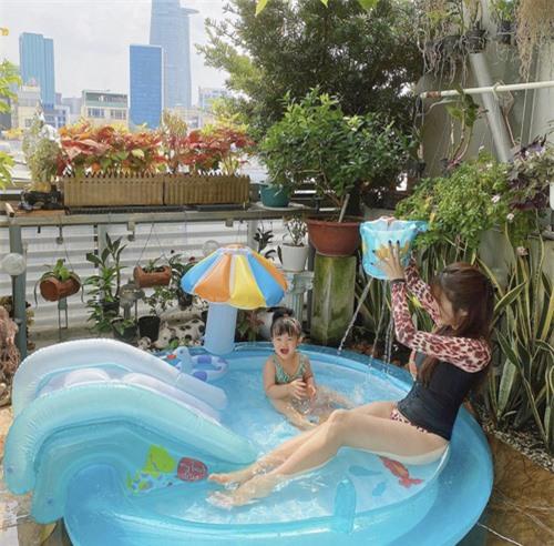 Hai mẹ bỉm sữa sành điệu của showbiz Việt - Ảnh 8.