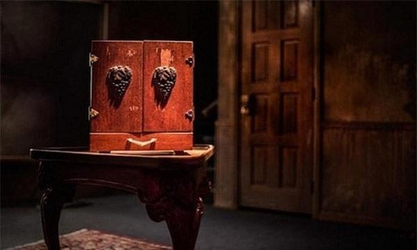 Chiếc hộp Dybbuk kỳ bí được cho là chứa linh hồn ác quỷ và gây ra những sự việc khó lý giải. Ảnh:LV